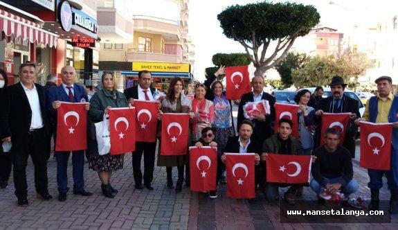 Alanyalı sinemacılardan Türk bayrağı!