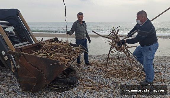 ALTİD sahilleri temizliyor