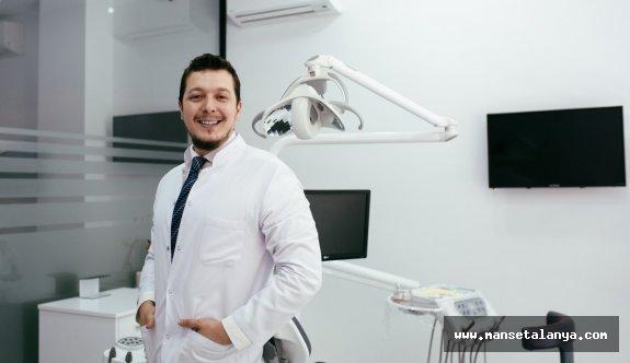 Dr. Efe Kaya: Diş etlerinin çekilmesine dikkat çekti!