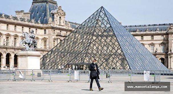 Fransa 30 günlük sokağa çıkma yasağı ilan etti