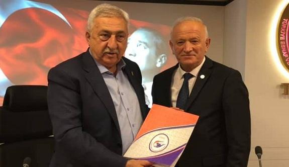 Esnaf odası başkanı Demir sordu: AVM'de hastalık bulaşmıyor!