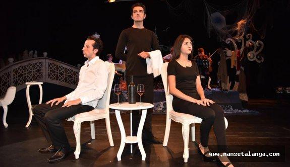 Alanya belediyesinden ücretsiz tiyatro oyunu