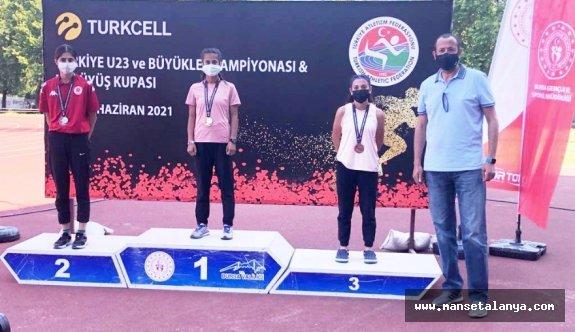 ALKÜ öğrencisi Evin Demir'den Türkiye rekoru!