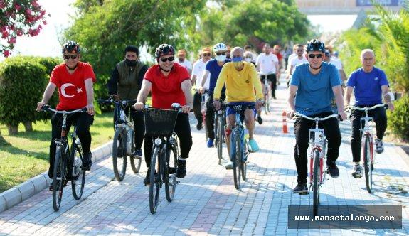 Başkan Yücel, bisiklet gününde halkla pedal çevirdi!