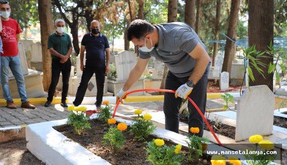 Başkan Yücelden şehitlik mezarlığına ziyaret!