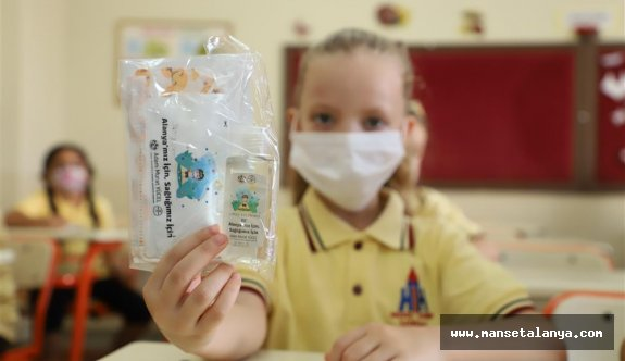 Alanya'daki okullara belediyeden dezenfeksiyon kiti