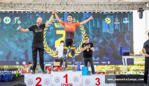 Bisikletçilerimiz İzmir'den madalyalarla döndü