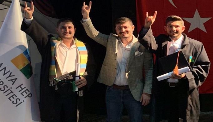 """""""Her diploma, her mezuniyet Fırat Çakıroğlu'na armağan"""""""