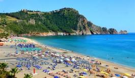 Alanya'da sahiller turistlere kaldı!