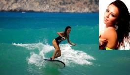 Ukraynalı model Alanya'da sörf yaptı