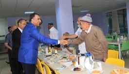 Huzur evi sakinleriyle iftar yaptı
