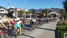 Alanya'da 16 ülkeden katılan 175 sporcu pedal çevirdi