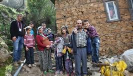 Alanya'da sekiz çocuklu ailenin yol çilesi bitti