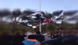 Alanya'da Türk bayrağını indirmek isteyen kişiye linç girişimi