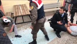 Polisin ikna etmeye çalıştığı genç, ortalığı birbirine kattı