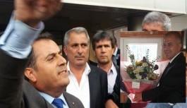 Seçimi kaybeden Ali Akkayı'yı kapıya uğurladı