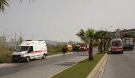 Turistleri taşıyan taksi devrildi