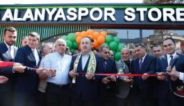Bakan Çavuşoğlu'ndan yabancı isim eleştirisi