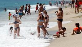 Antalya plajlarında sıcak hava yoğunluğu