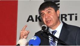 Ak Parti Antalya adayı Türel, üzerinde ismi bulunan çuvallarla gübre dağıttı!