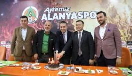 Başkan Yücel Alanyaspor pasta kesti...