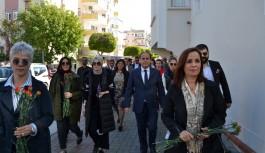 Çakır'dan kadınlara kırmızı karanfil
