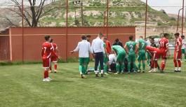 Alanyaspor'un genç futbolcusu bir anda yere yığıldı