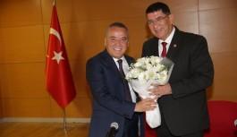 """Antalya Büyükşehir Belediye Başkanı Muhittin Böcek"""" Siyaset seçim meydanlarında kaldı"""""""