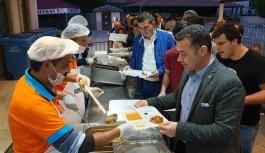 Başkan Yücel, Eşgilikte vatandaşlarla iftar yaptı!