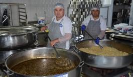 Büyükşehir Aşevi'nden 3 bin kişiye sıcak yemek