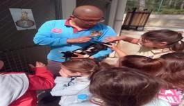 Çocuklara hayvan sevgisi öğretiliyor!
