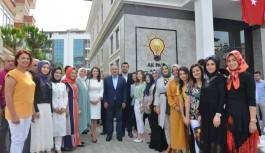AK Parti'den bakanlı bayramlaşma