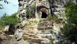 Defineciler Alanya'daki Colybrassus Antik Kenti'ni talan etti