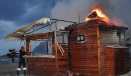 Alanya'da sahil büfesi yandı!