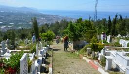 Arife günü mezarlıklarda ücretsiz çiçek dağıtılacak.