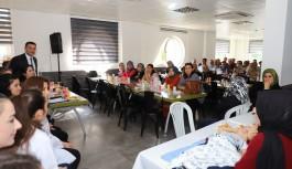 Başkan Yücel, kız öğrencilerinin aileleriyle buluştu