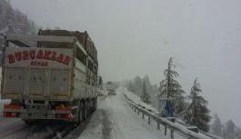 Alacabelde yoğun kar yağışı başladı