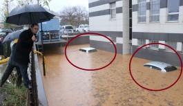 Araçlar sular altında kaldı. Adliye binası da nasibini aldı!