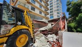 Alanya belediyesi affetmez yıkar. Bir kaçak yer daha yıkıldı!