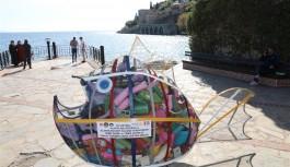 Atık çöplerden heykel yapıldı