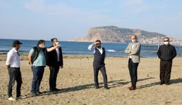 Başkan Yücel, sözcülerle birlikte sahil bandında!