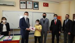 Alanya'da tabletler öğrencilere dağıtıldı!