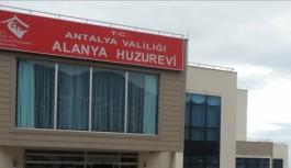 Alanya'da huzurevi sakinleri aşılandı