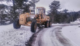 Alanya ve Gündoğmuş'ta karla kaplanan yollar açılıyor