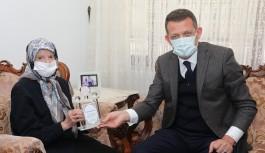 Hayırsever Nimet Alaettinoğlu'na Kaymakam'dan teşekkür plaketi