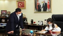 Başkan Yücel koltuğunu devretti!