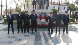 Polisten Atatürk Anıtı'na çelenk