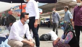 Ak Partililer pazar yerinde vatandaşlarla buluşmaya devam ediyor