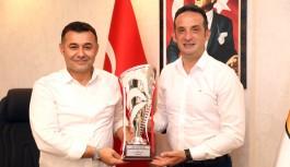 Hokey takımı kupasıyla Başkan Yücel'i ziyaret etti!