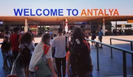 Antalya'ya günde ortalama 280 uçakla 55 bin turist geliyor